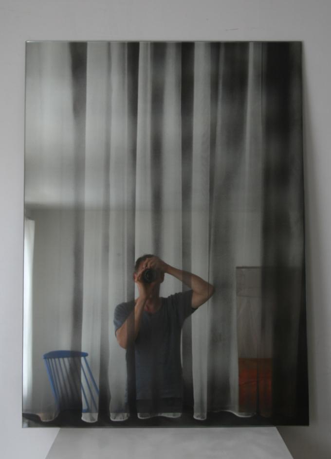 Window. Siebdruck auf Spiegel